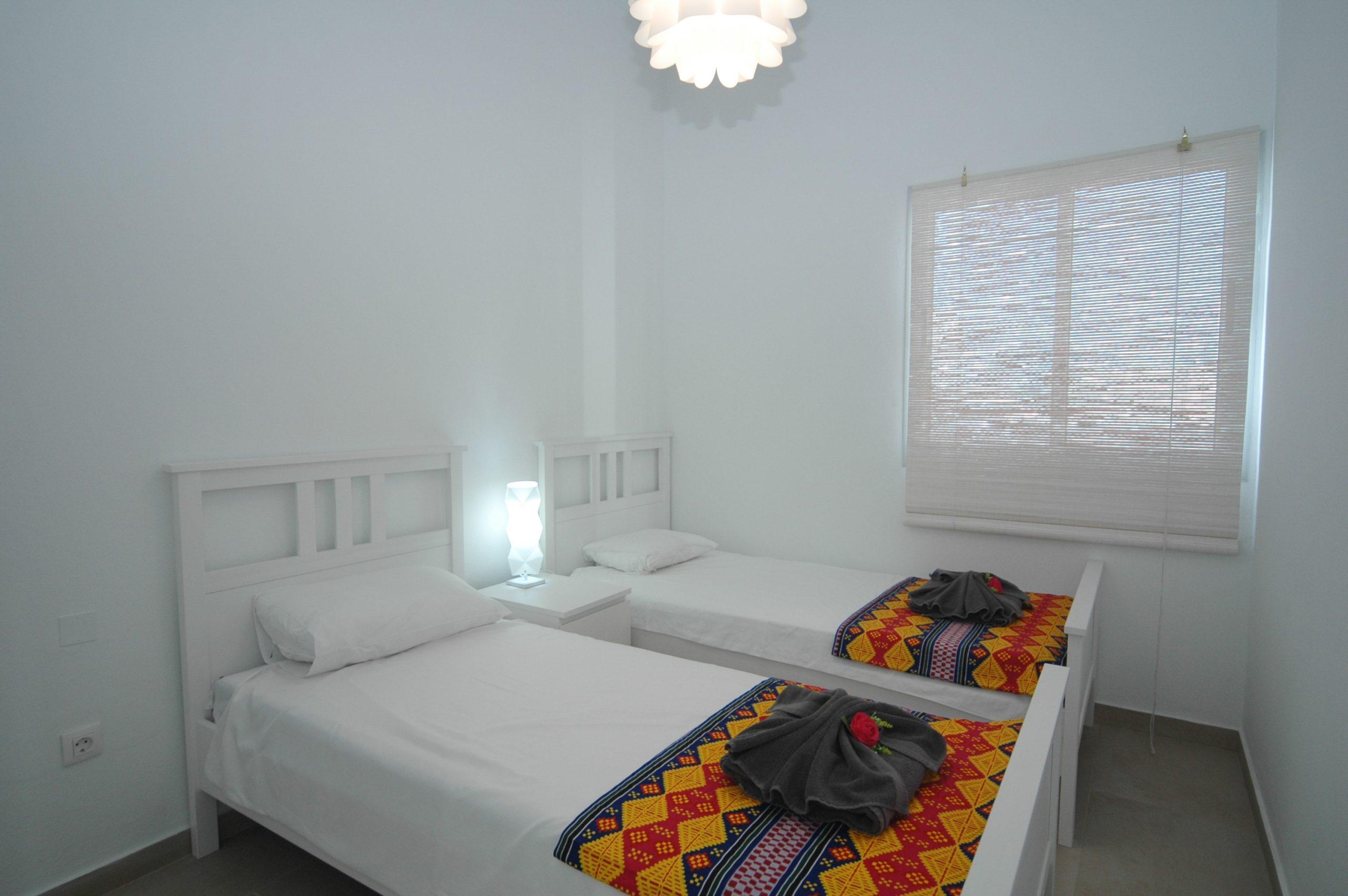 LVC338233 twin bedroom