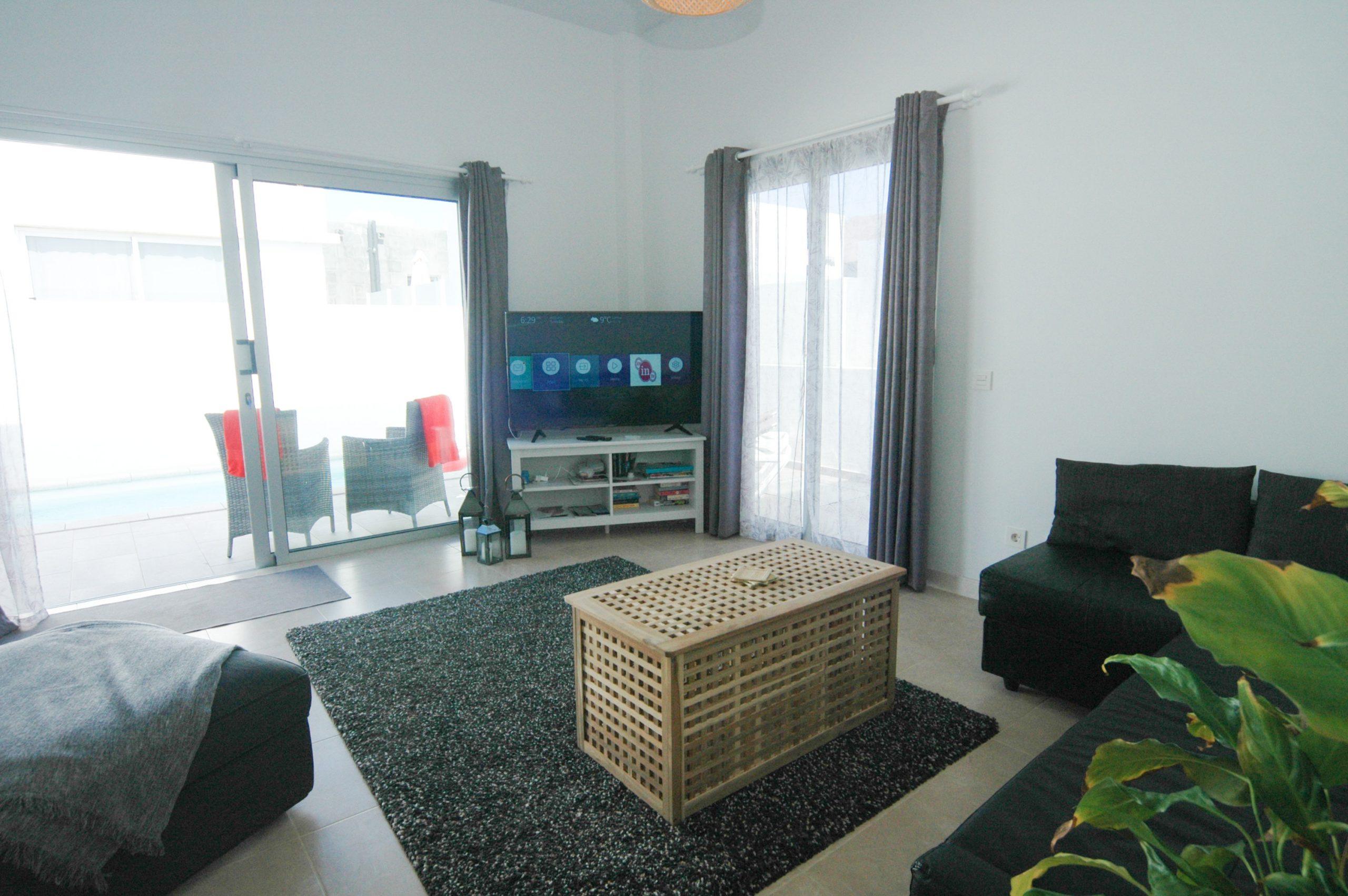 LVC338233  Living room