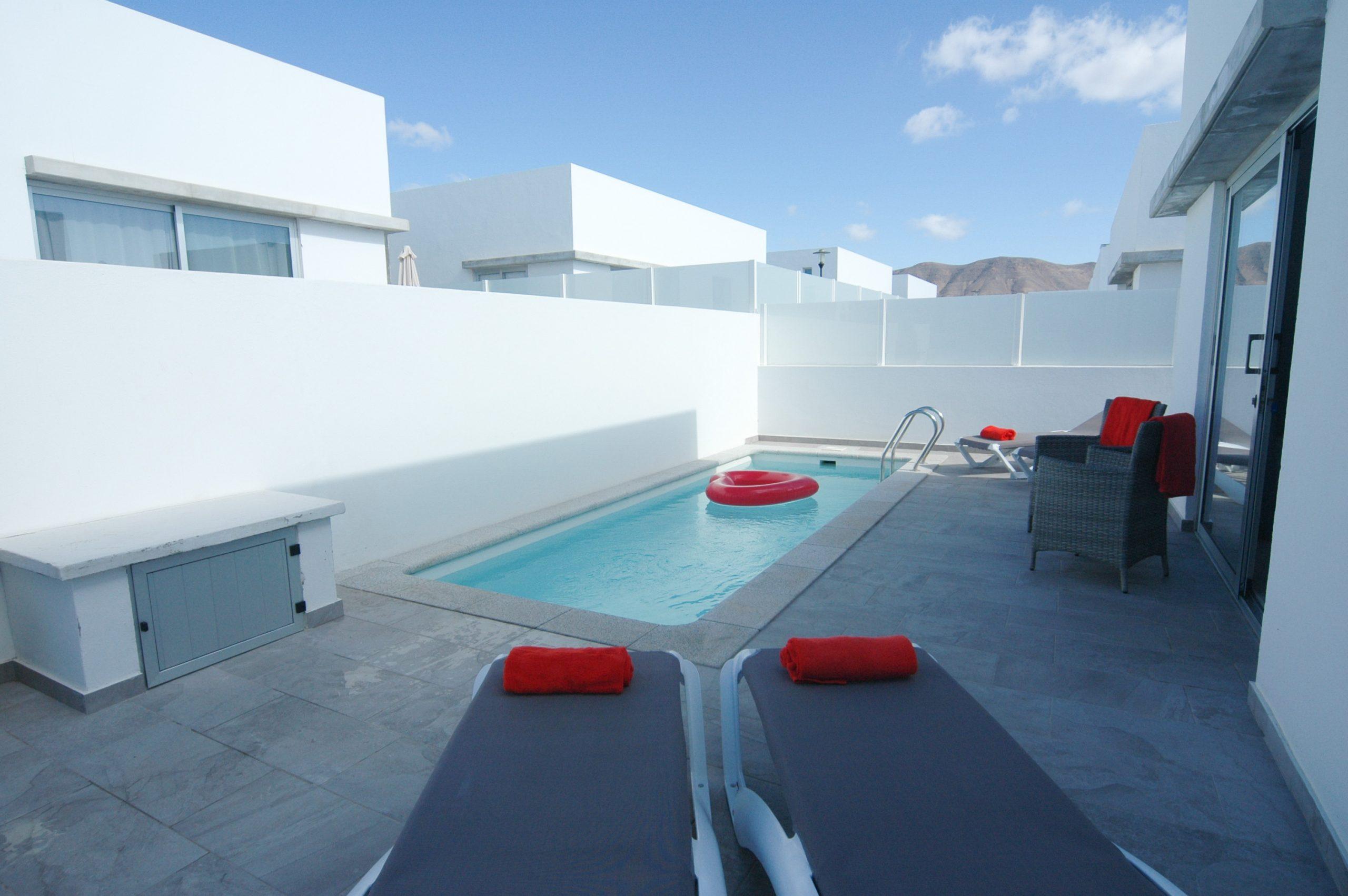 LVC338233 splash pool