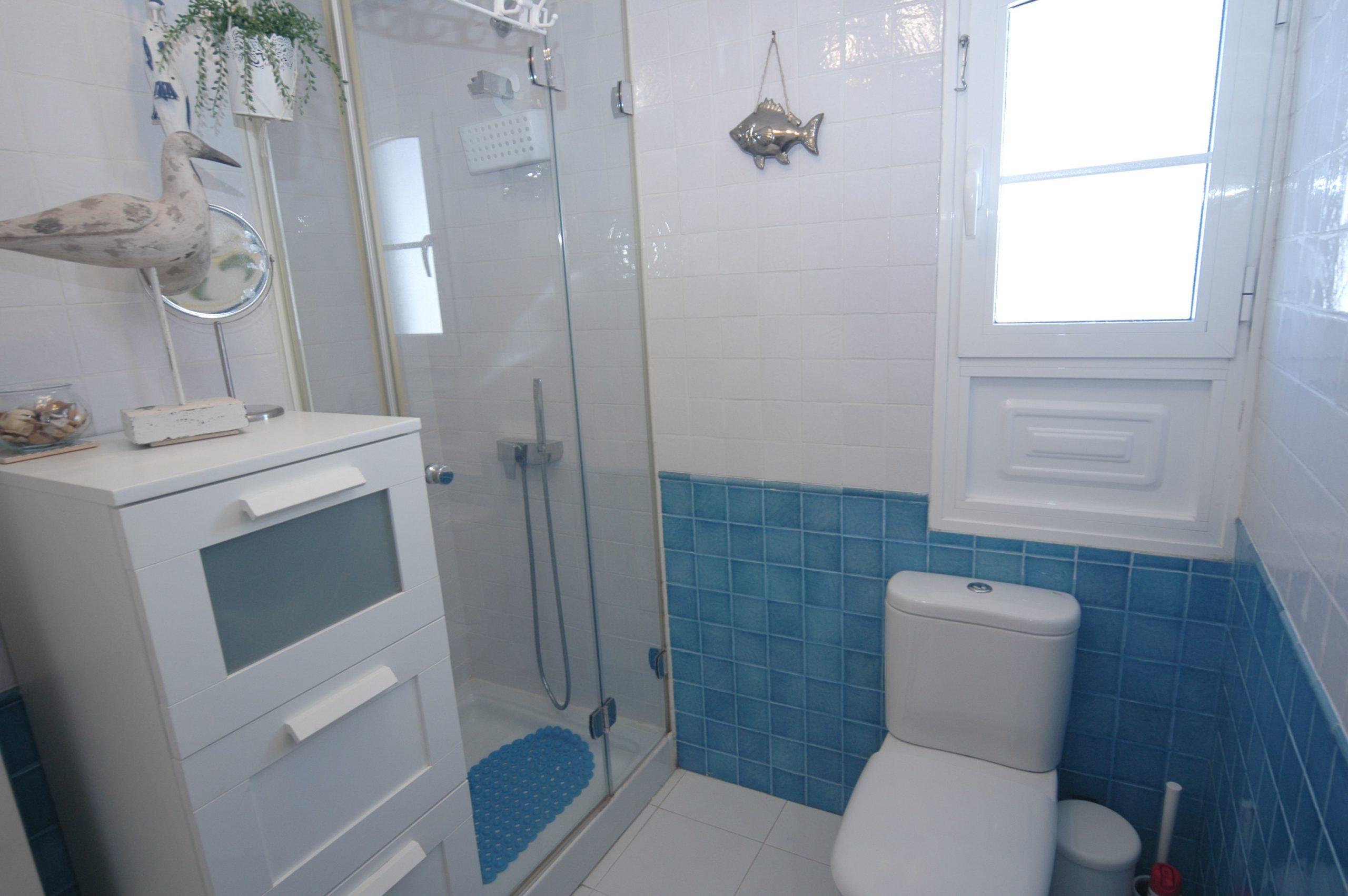 LVC338268 Shower room