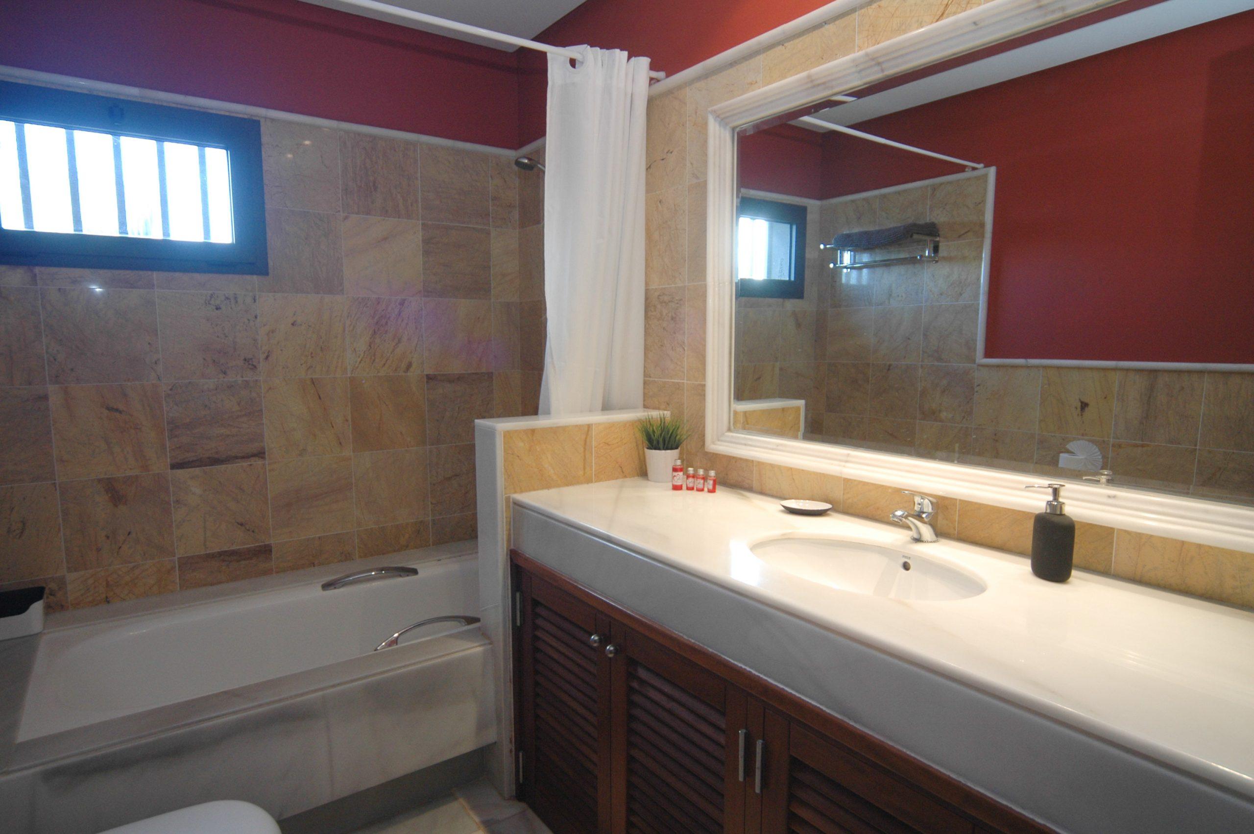 Villa_LVC338912 - Playa Blanca Villa family bathroom
