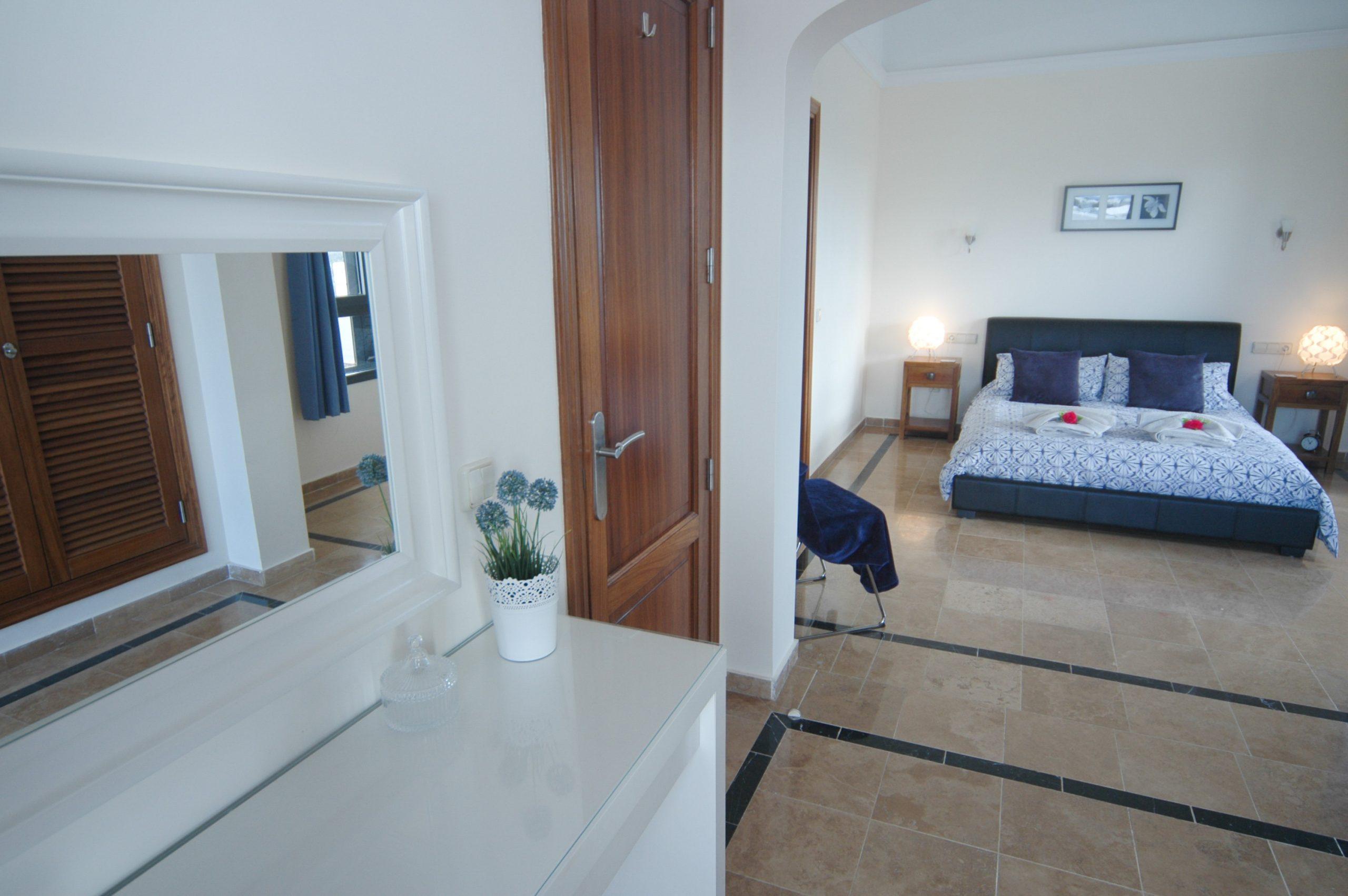 Villa_LVC338912 - Playa Blanca Villa master bedroom with sun balcony