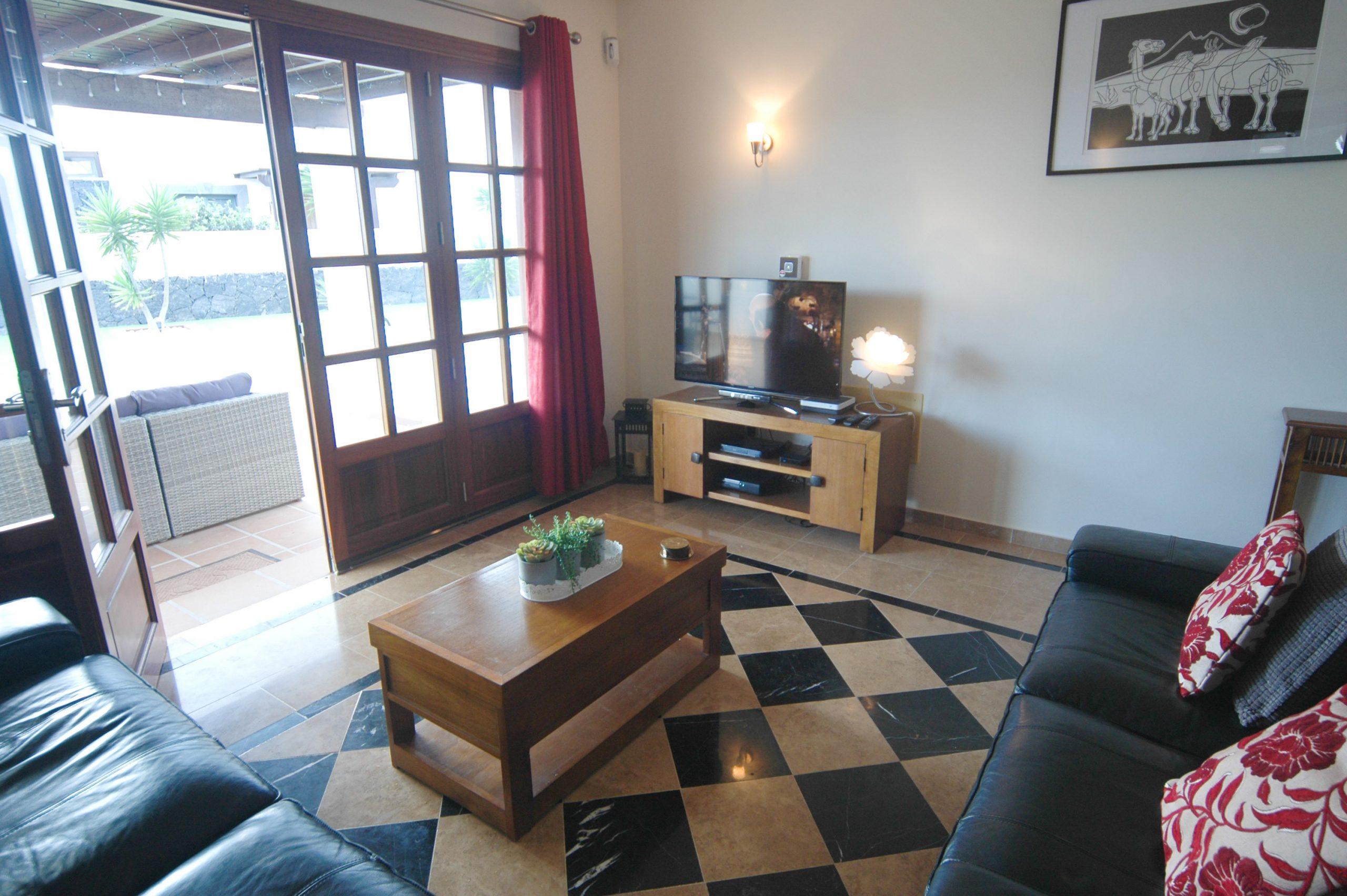 Villa_LVC338912 - Playa Blanca Villa lounge and doors to pool terrace