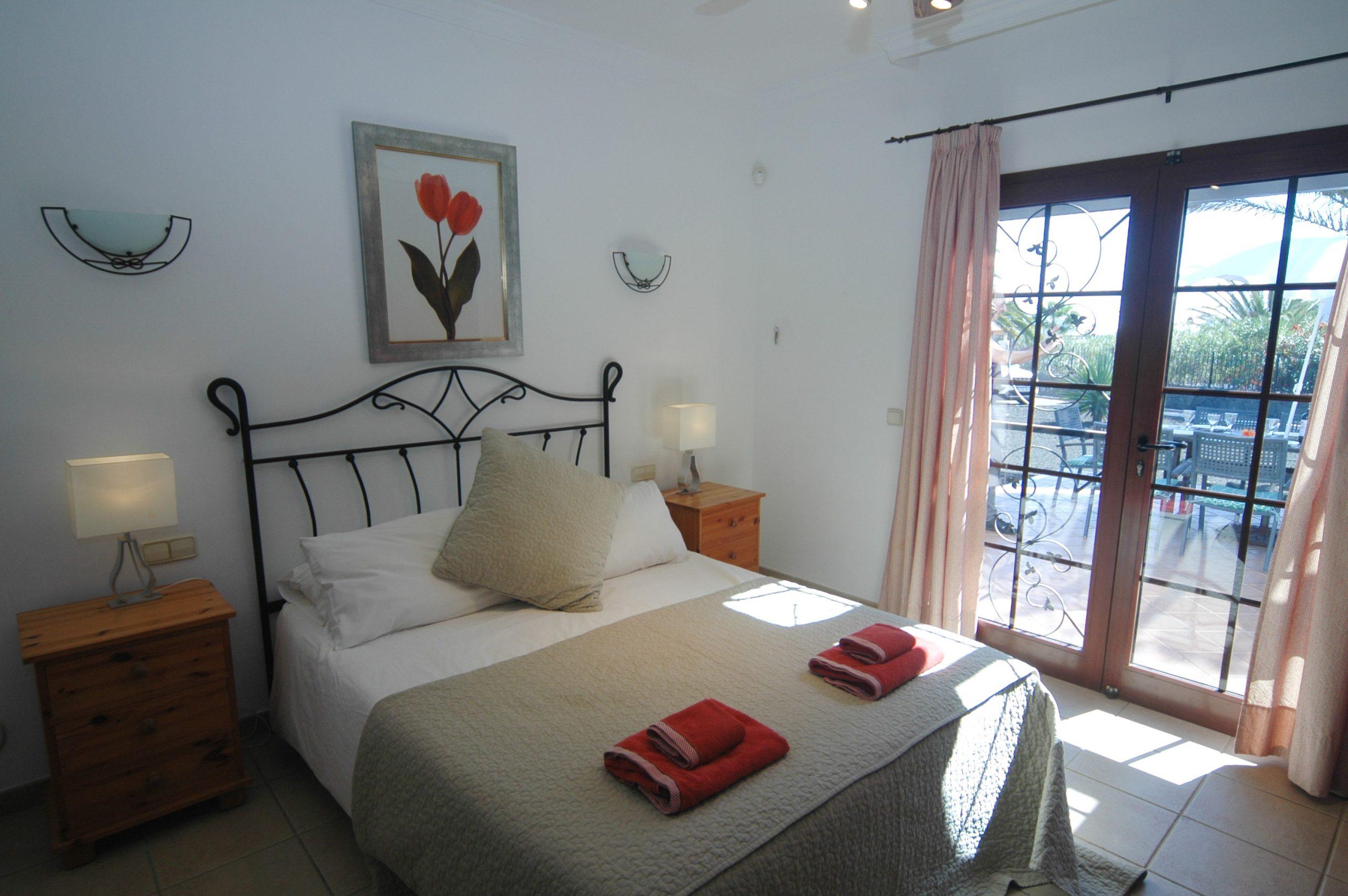 LVC200828 Principal bedroom with en suite bathroom