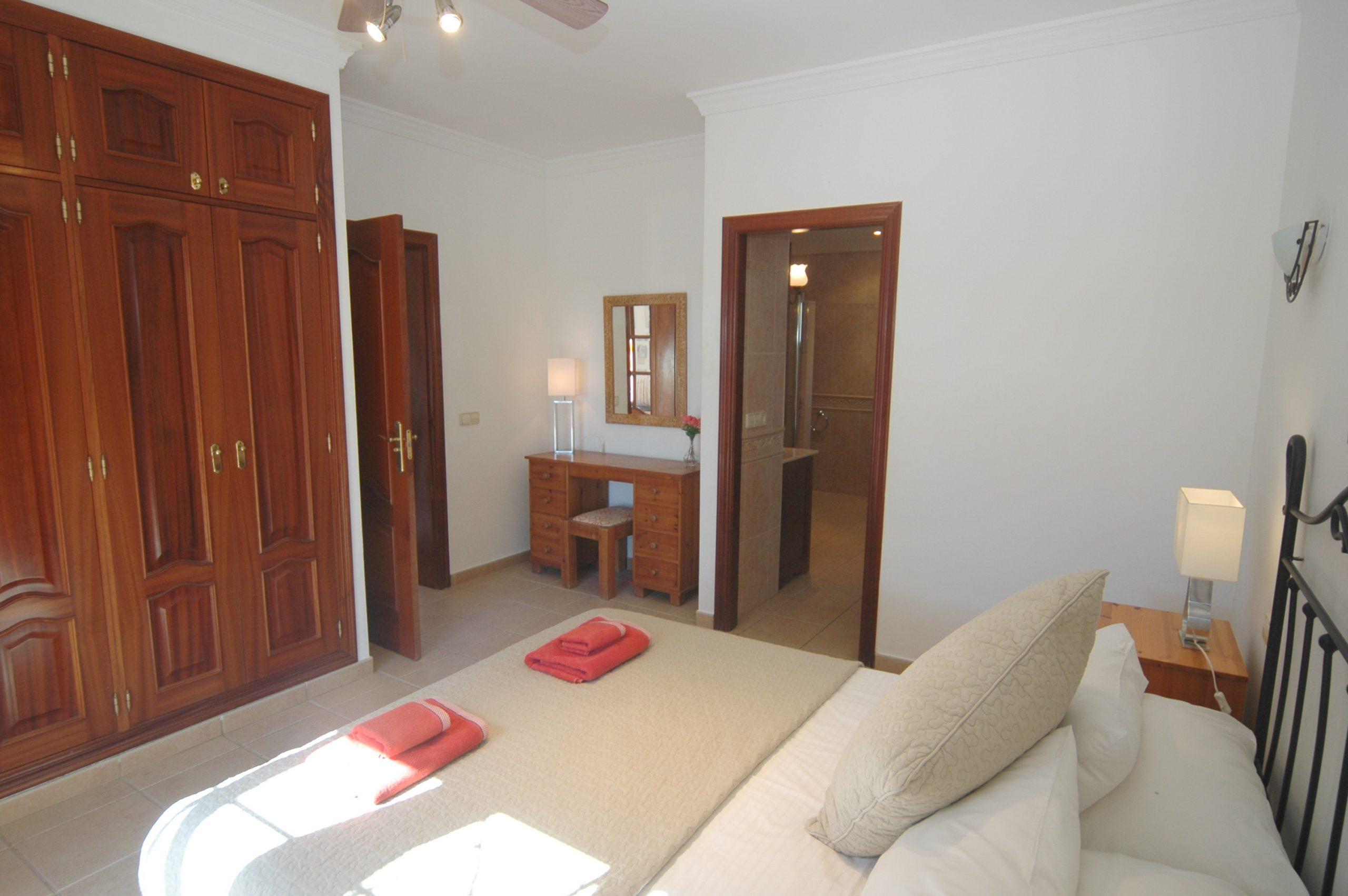 LVC200828 Principal bedroom