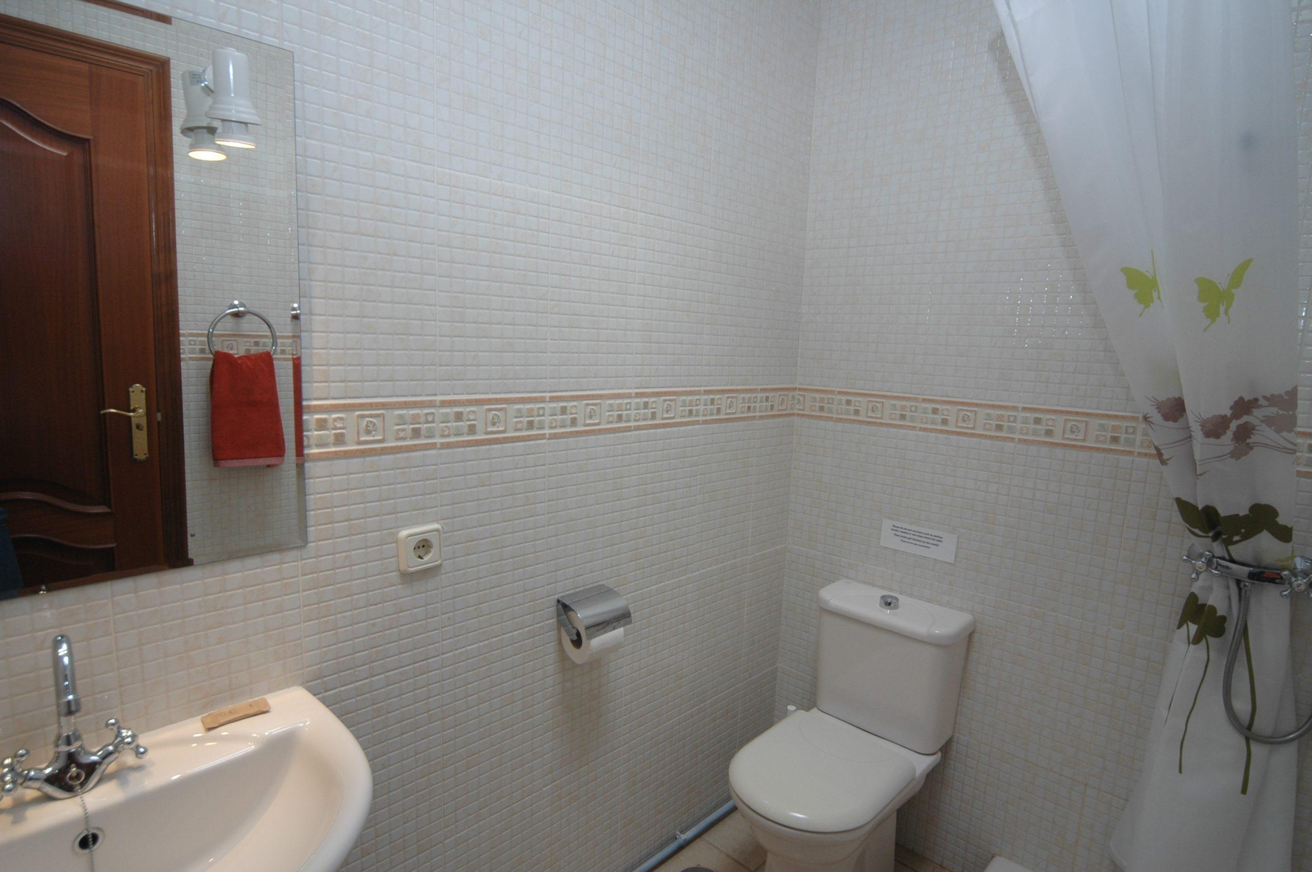 LVC200828 Shower room
