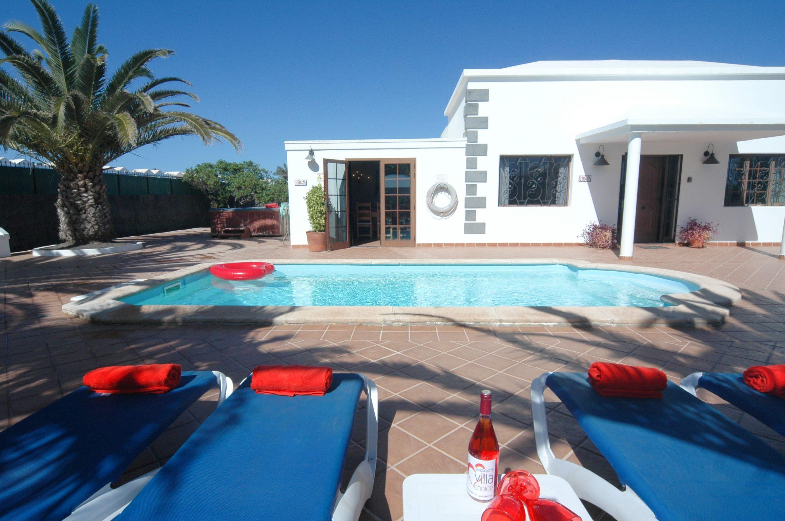LVC200828 Great 4 bed villa in Playa Blanca