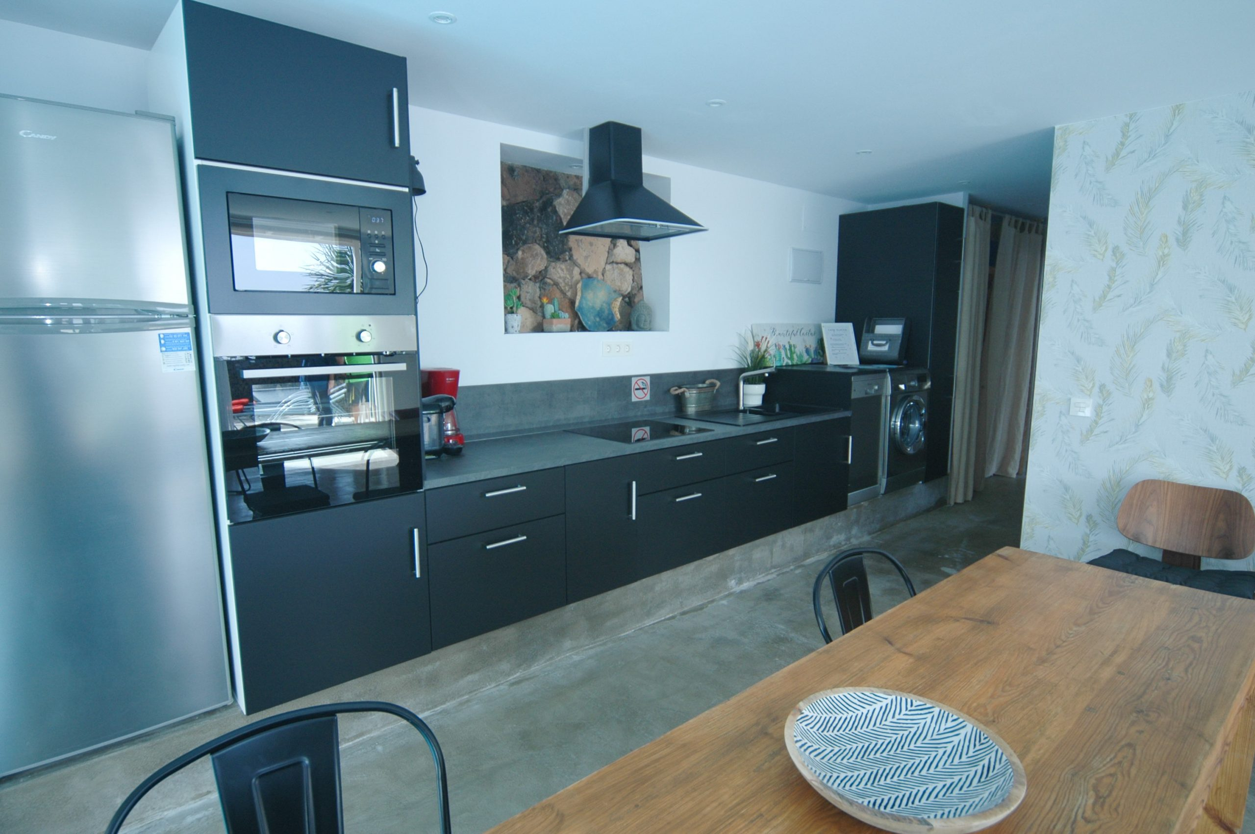 LVC339887 Fitted kitchen