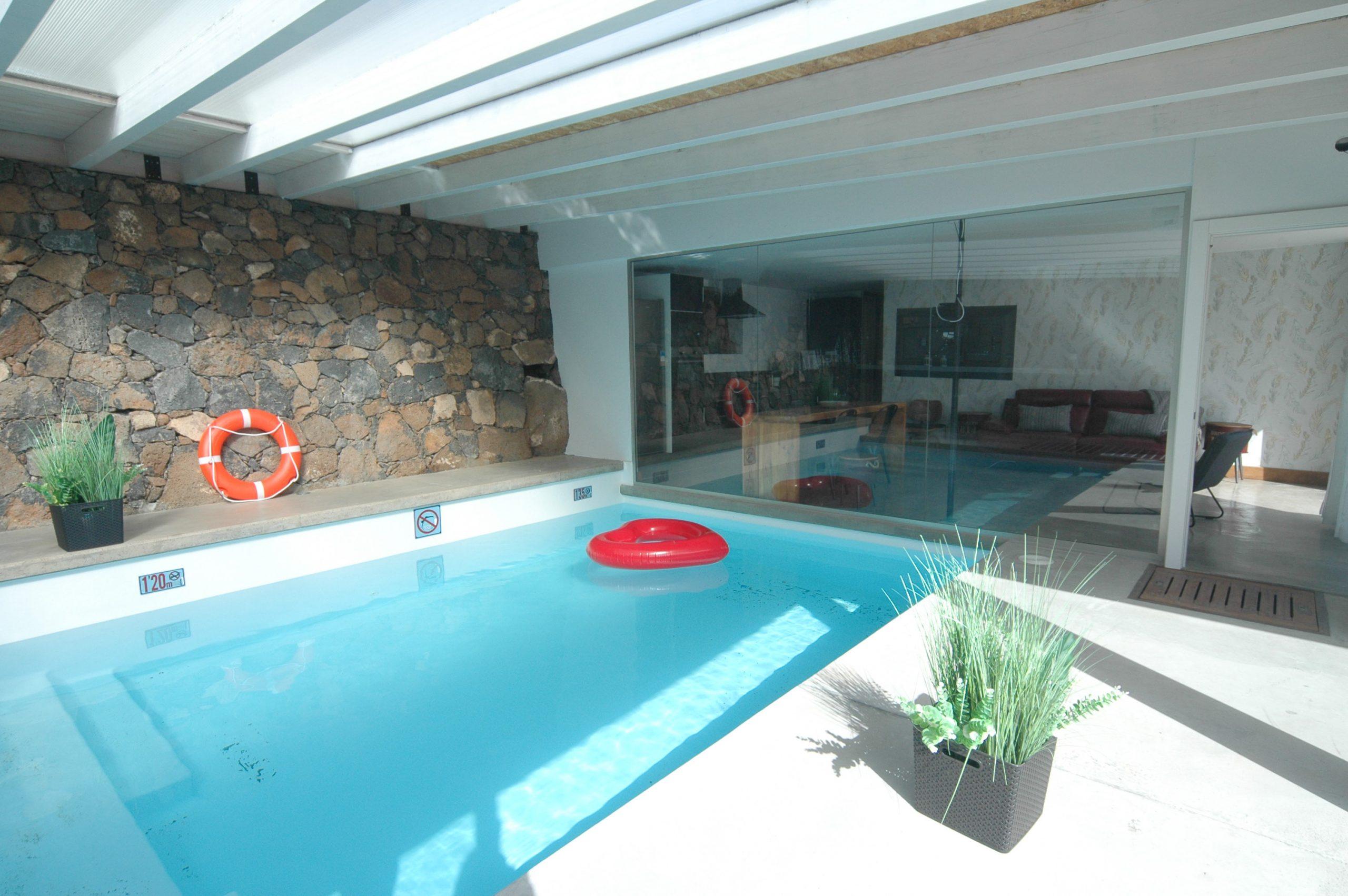 LVC339887 Indoor swimming pool