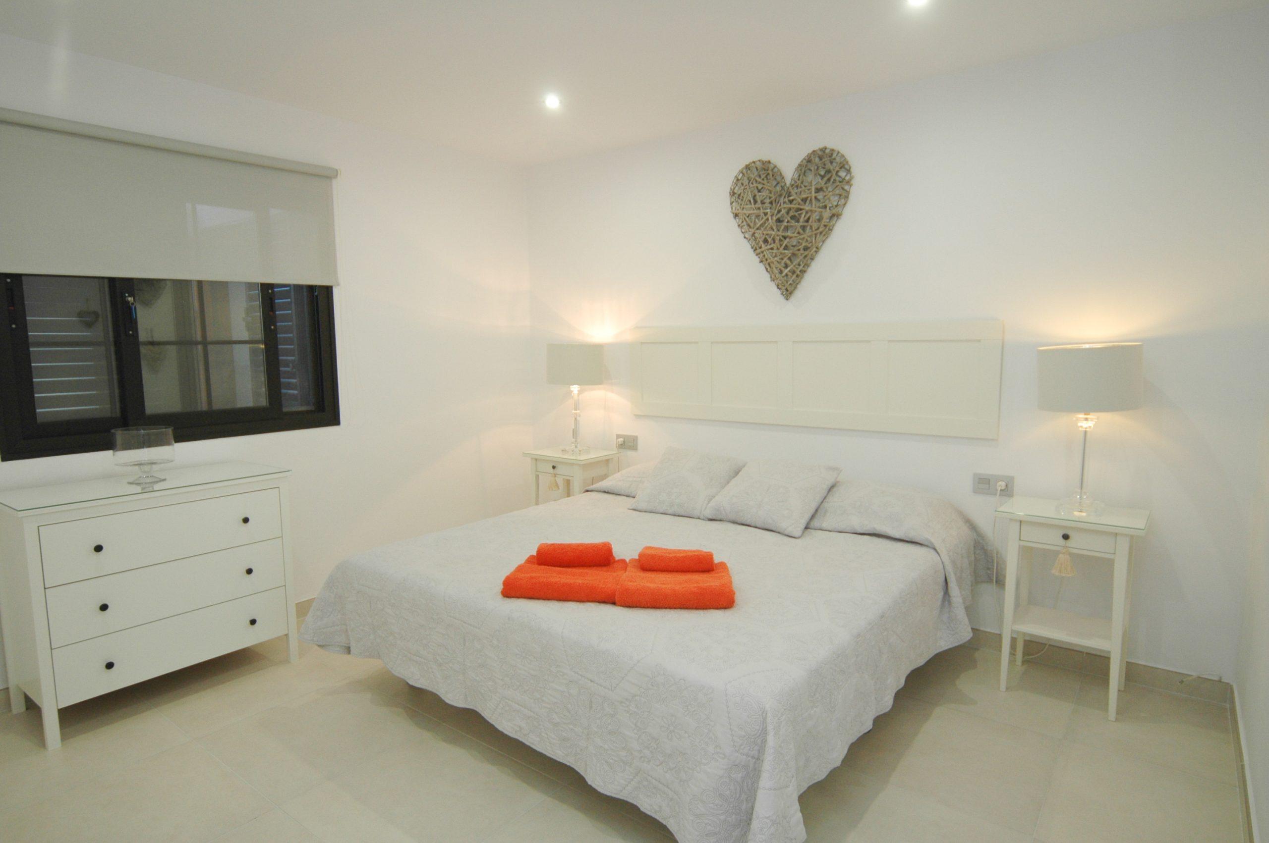 LVC281800 Double bedroom