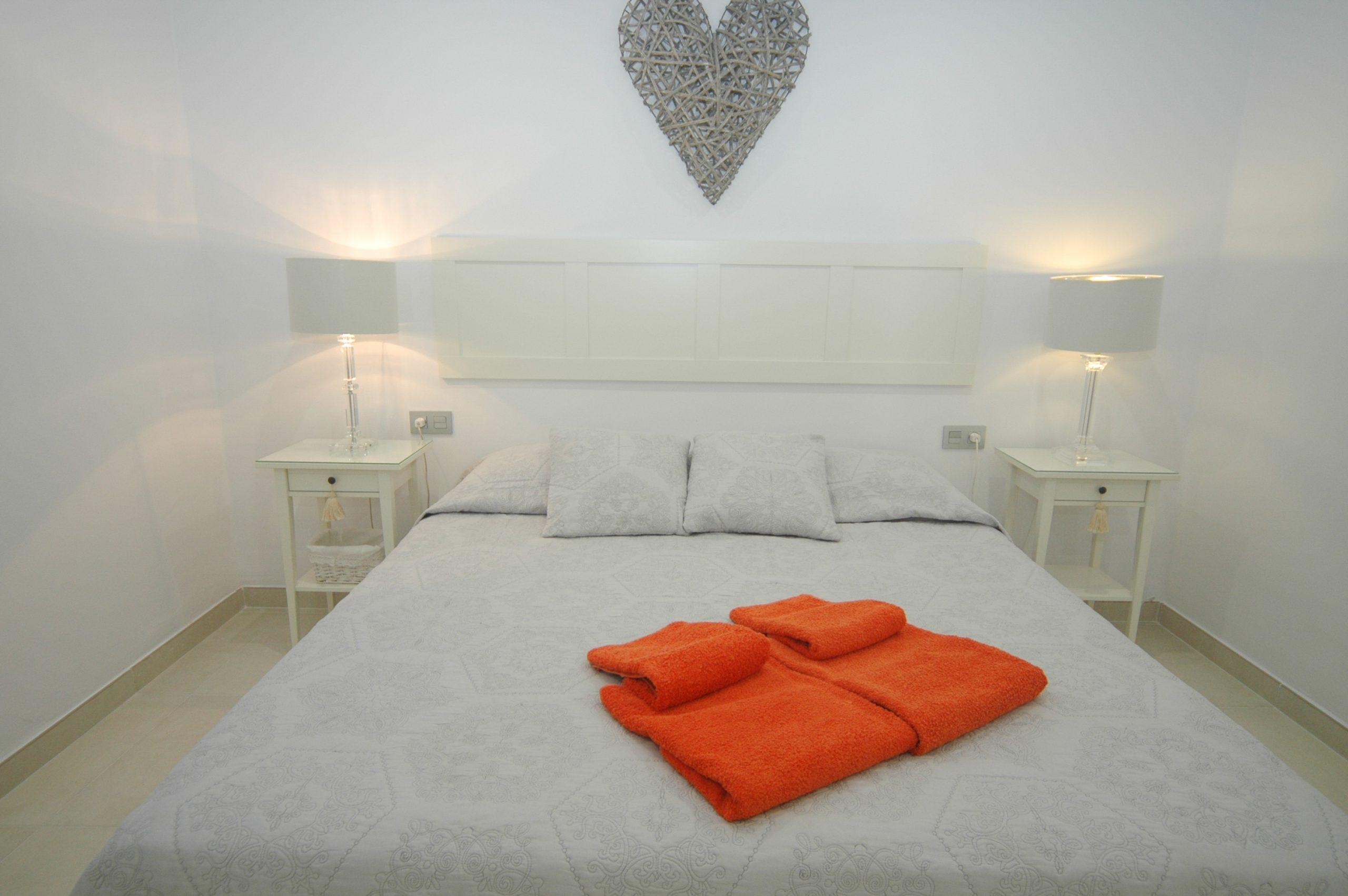 LVC281800 Spacious Double bedroom