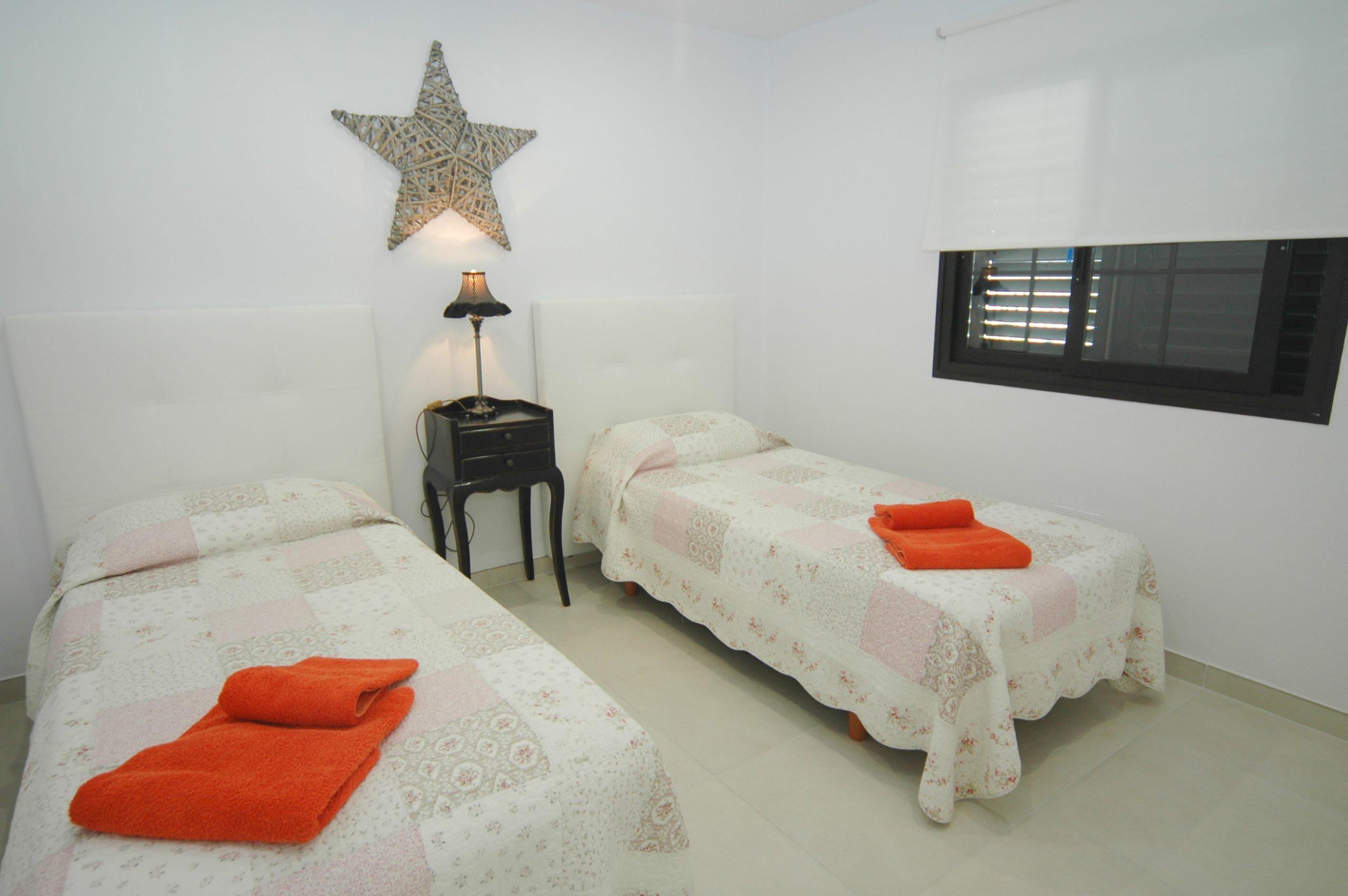 LVC281800 Twin bedroom