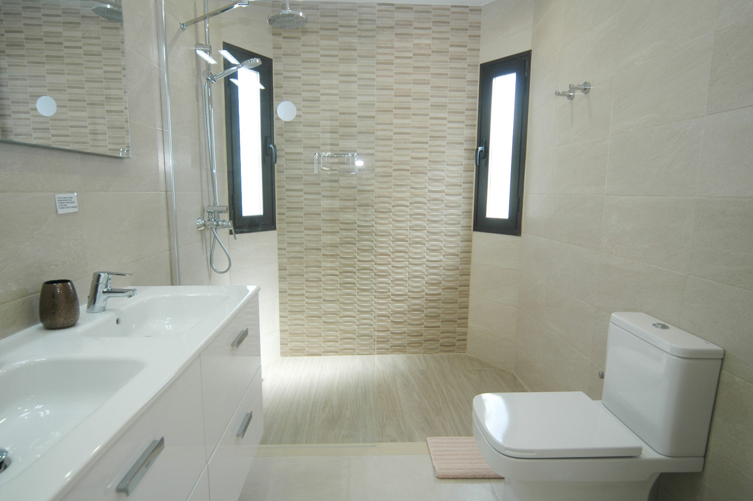 LVC281800 Shower room