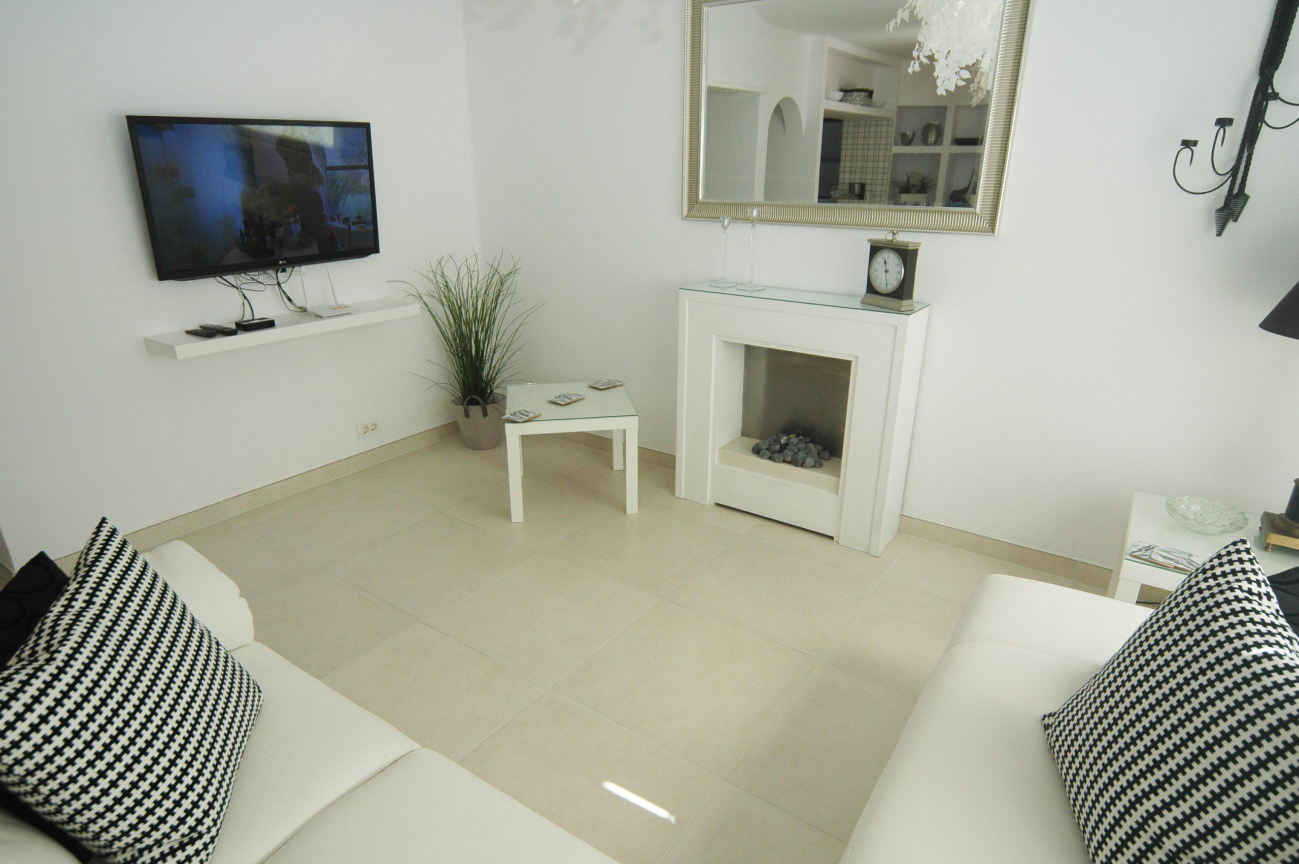 LVC281800 Living room