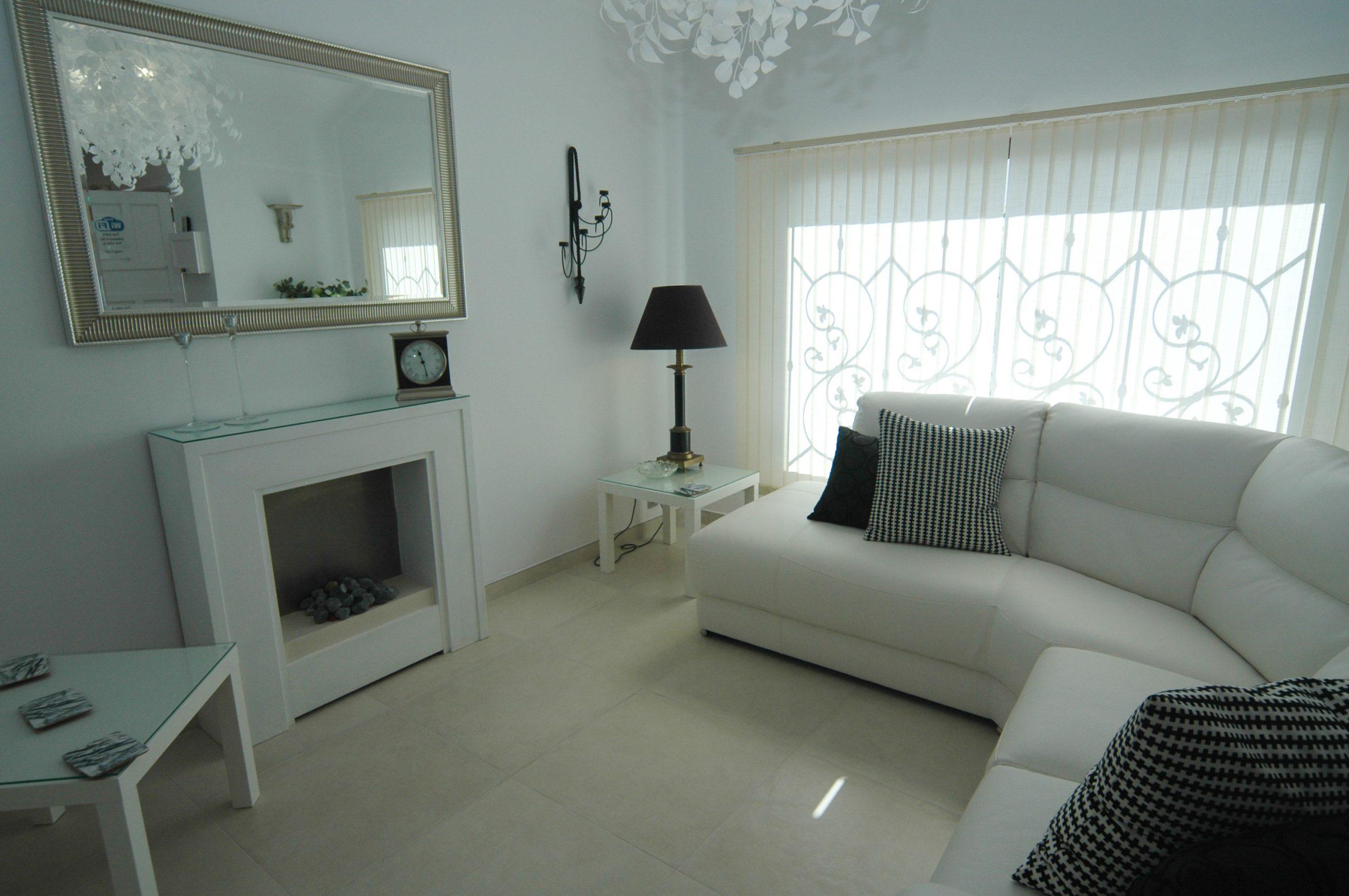 LVC281800 Living area