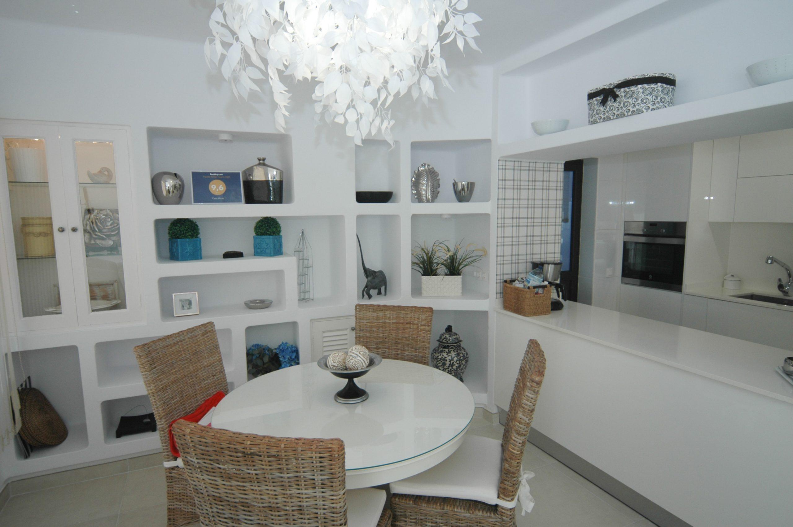 LVC281800 Dining area