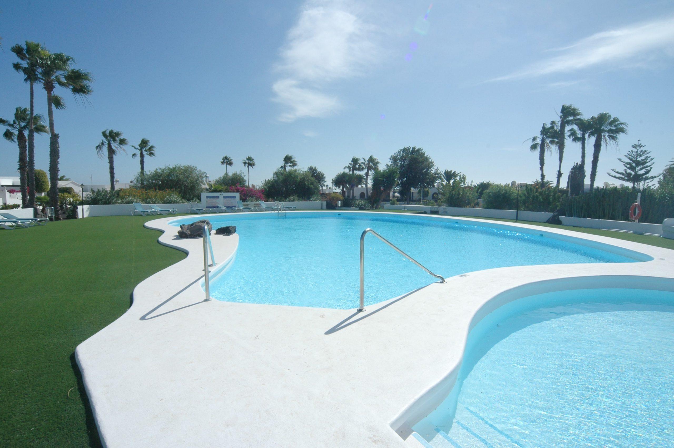 LVC281800 Communal Pool