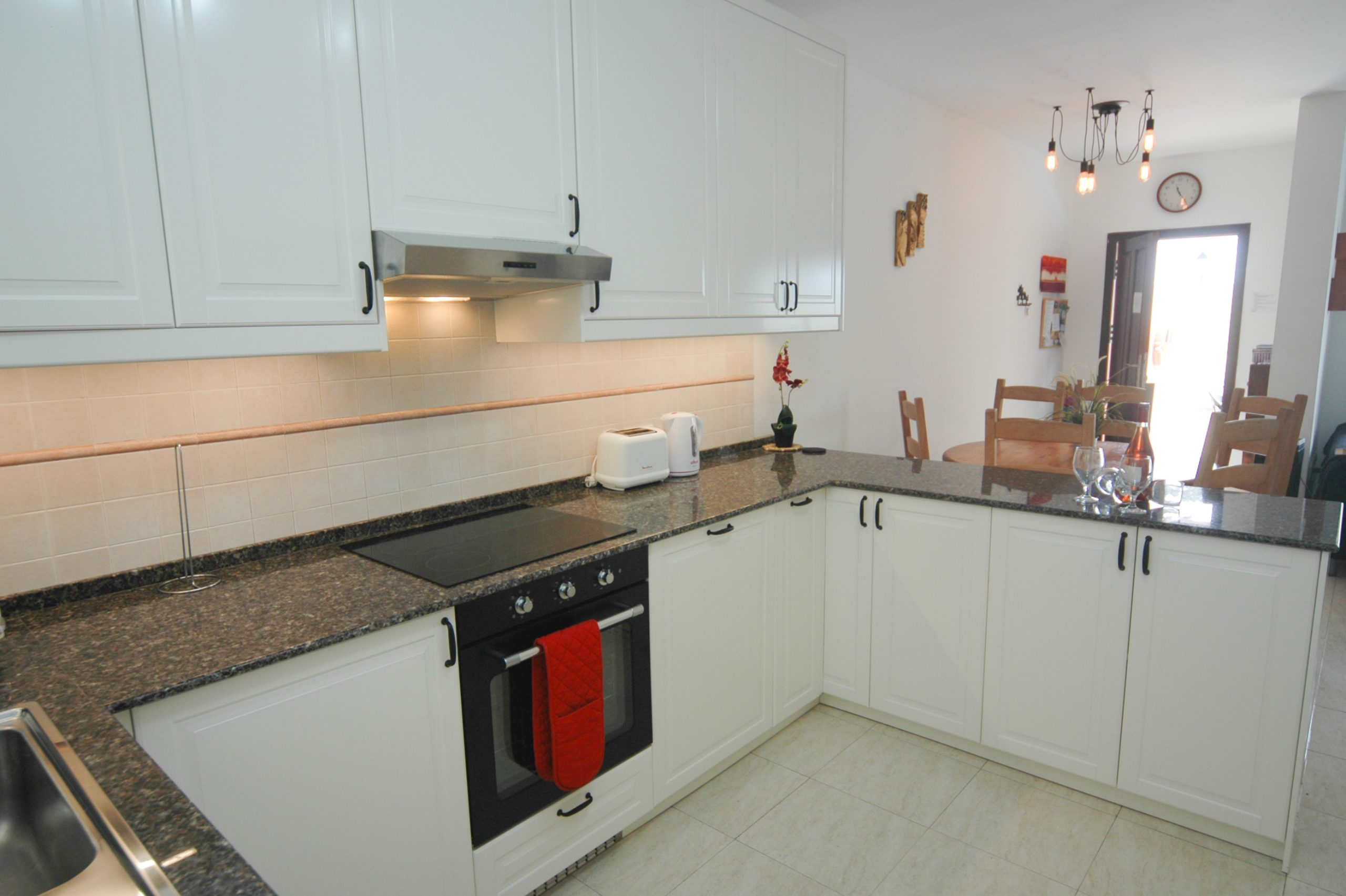 LVC211964 Fully equipped kitchen