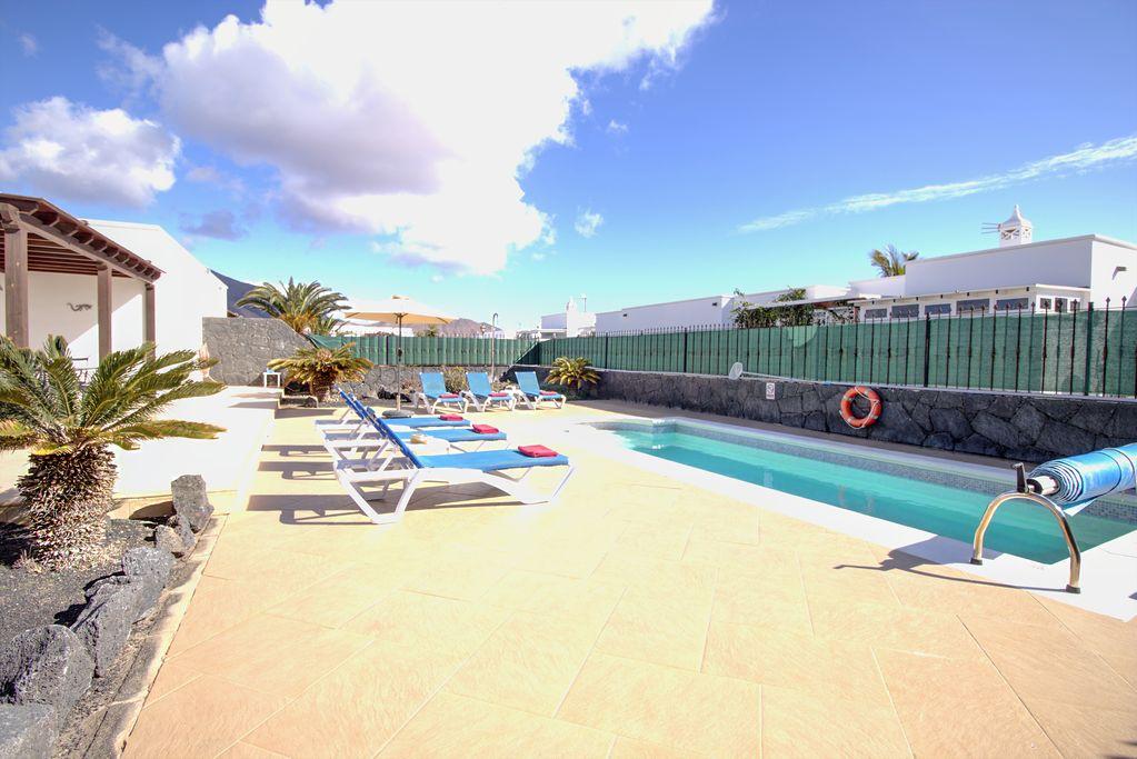 LVC227774 pool and sun terrace