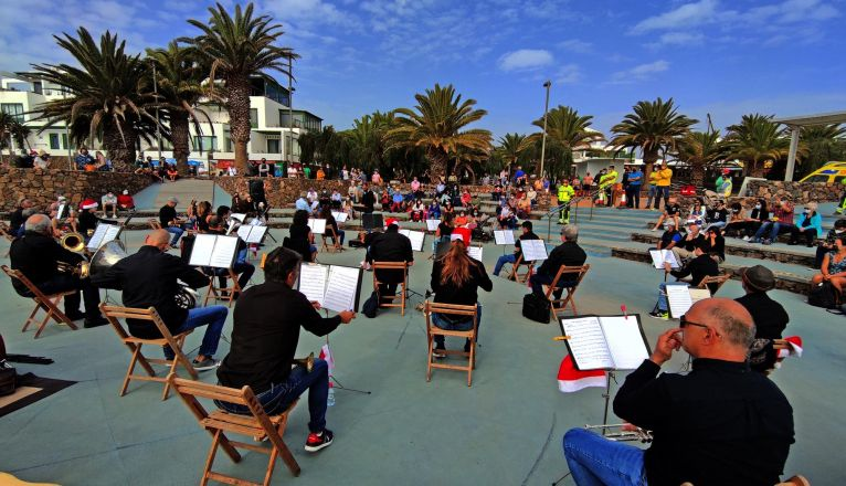 Teguise buries a time capsule