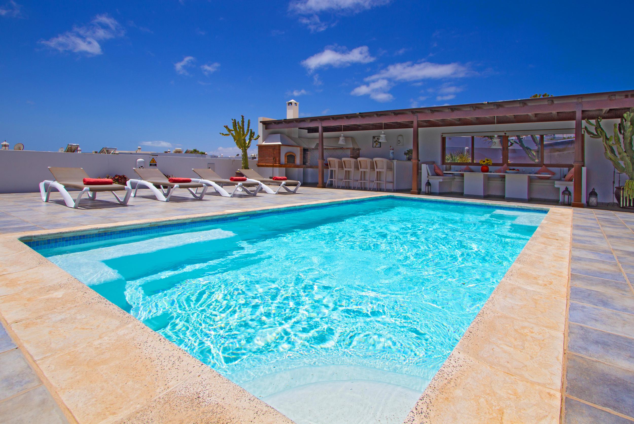 LVC110824 5 bed villa in Puerto del Carmen