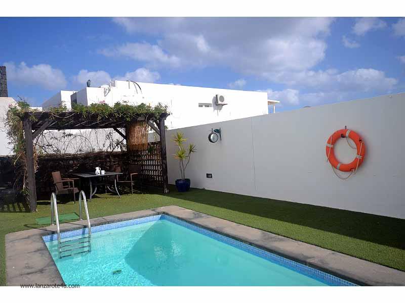 LVC112228 Pool area