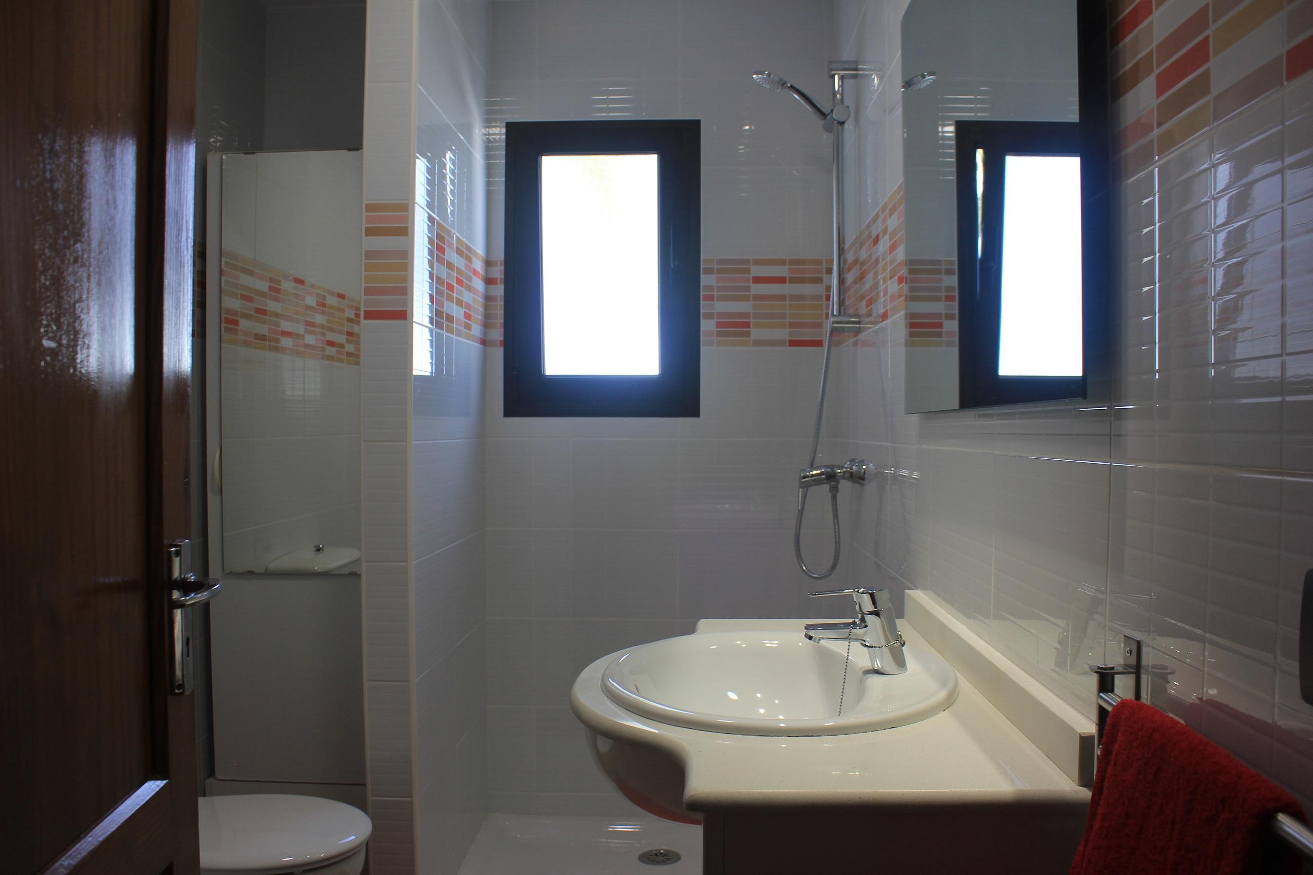 LVC235245 shower room
