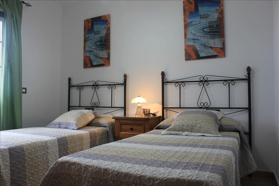LVC235245 twin bedroom