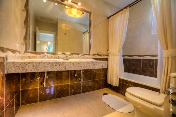 LVC196687 Bathroom and twin wash basins