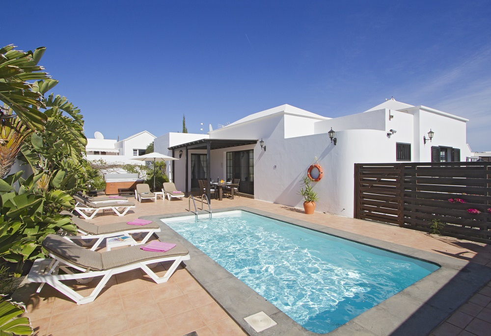 LVC196689 Pool and sun terrace