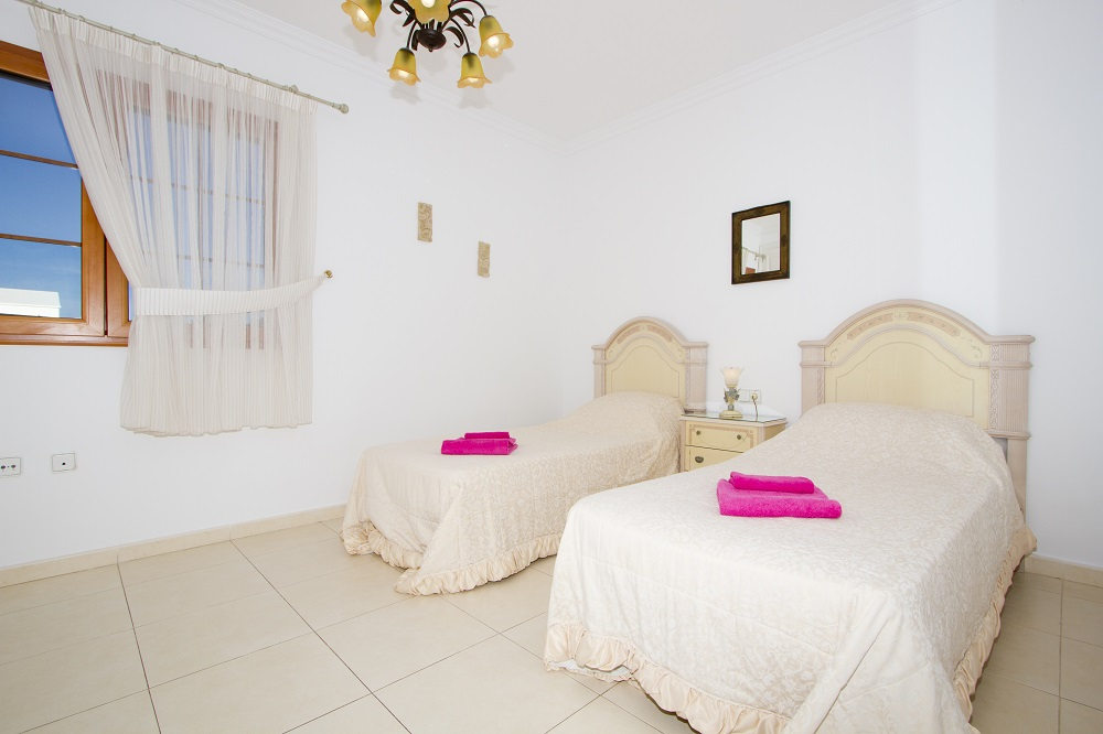 LVC196689 Twin bedroom