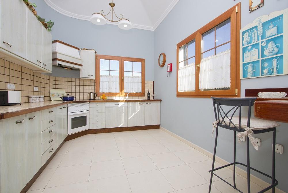 LVC196689 Spacious kitchen