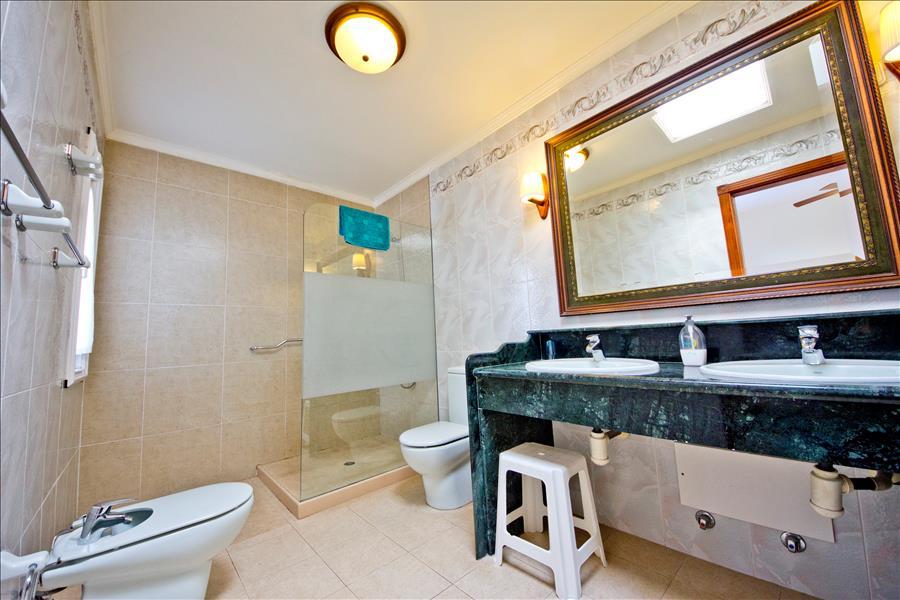 LVC196727 En-suite shower room