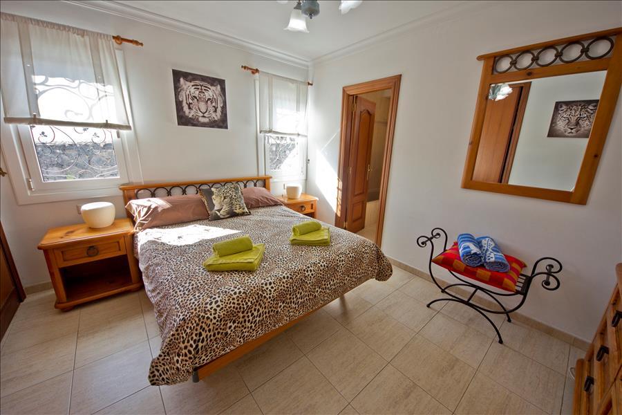 LVC196728 Principal bedroom