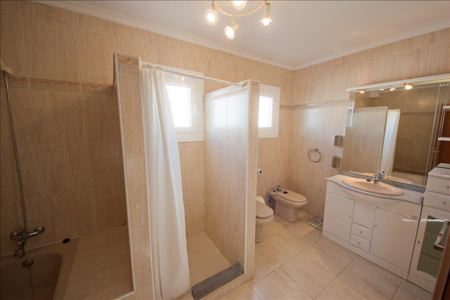 LVC196728 En suite bathroom with separate shower