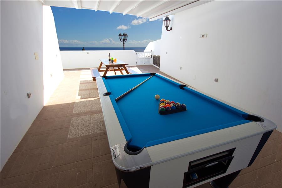 LVC196728 Pool table