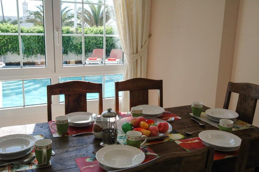 LVC196740 breakfast table