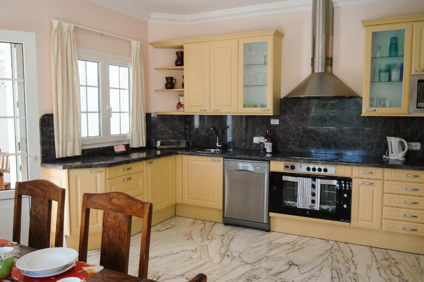 LVC196740 kitchen