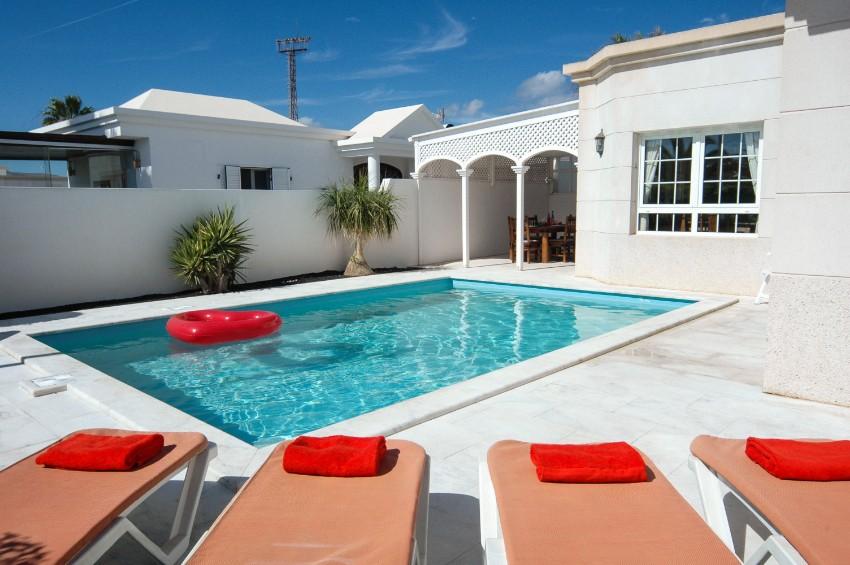 LVC196740 Pool and villa