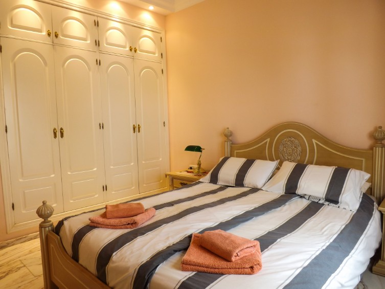 LVC196740 Double bedroom with fitted wardrobes