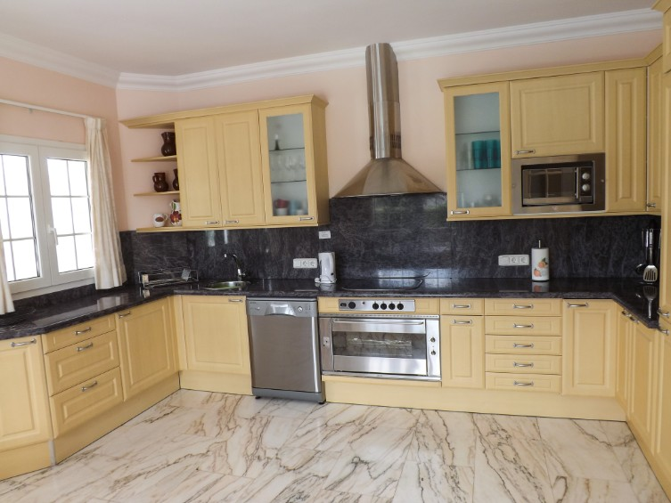 LVC196740 fully equipped kitchen