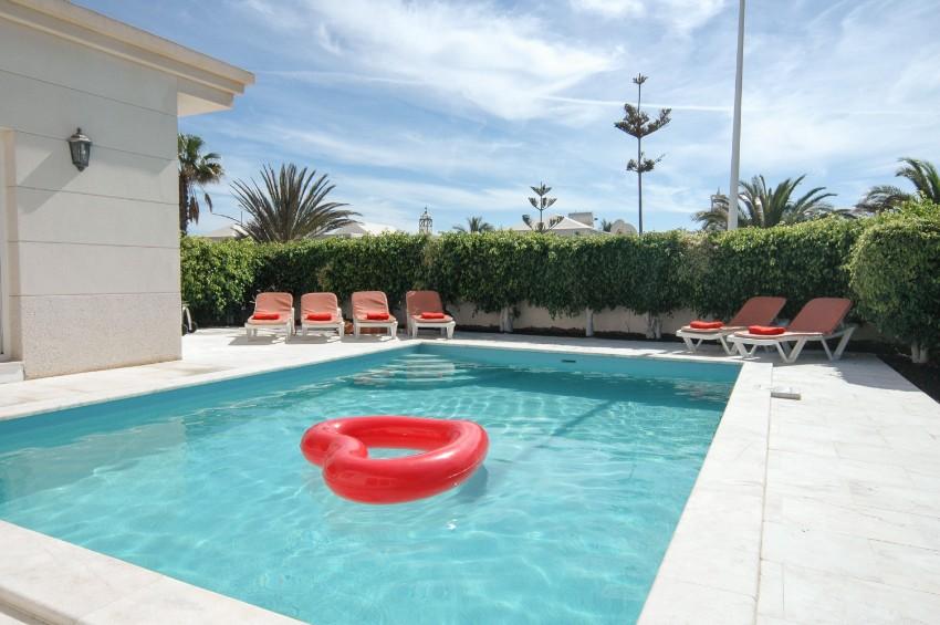 LVC196740 Pool area