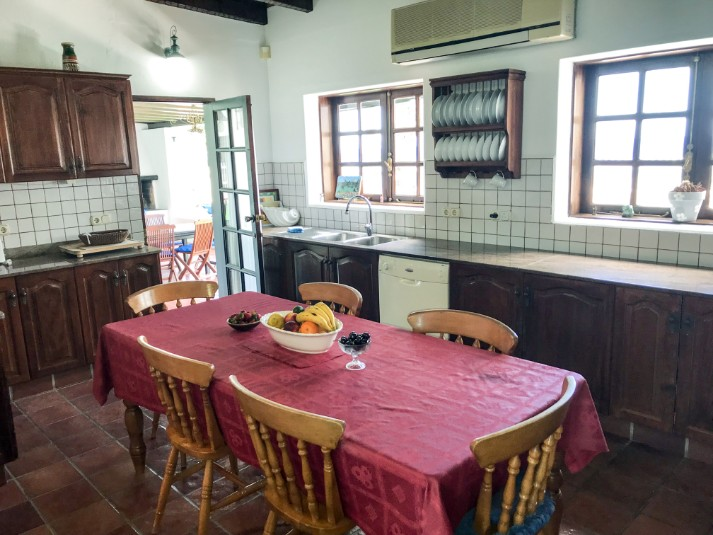 Villa LVC196752 Rustic style kitchen