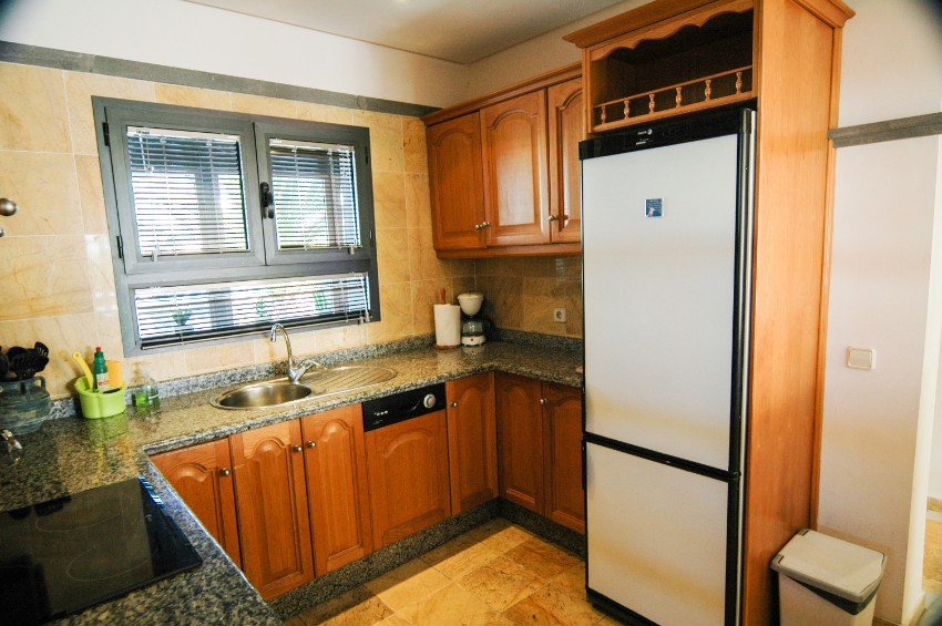 LVC197470 Fitted kitchen