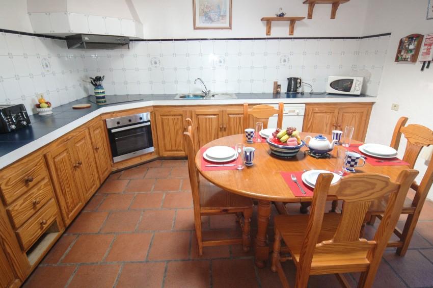 Villa LVC197473 Kitchen with breakfast table