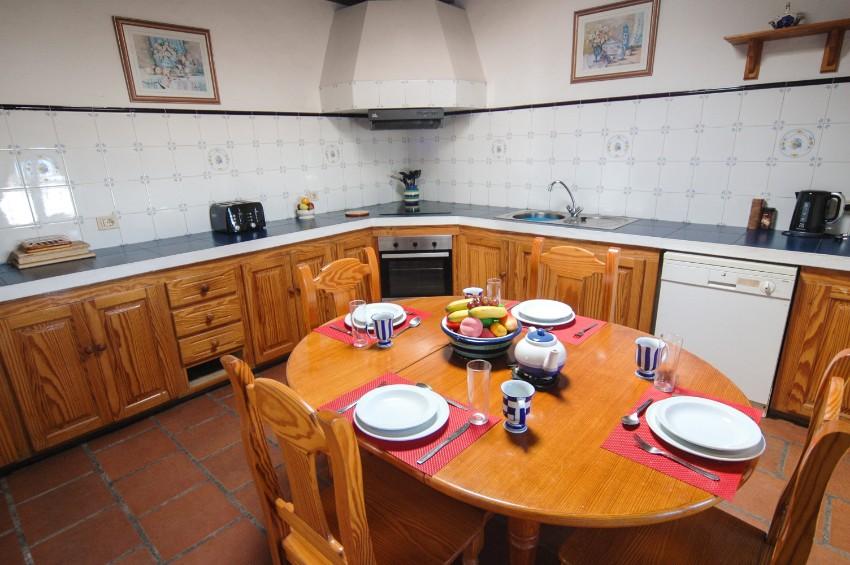 Villa LVC197473 Rustic style kitchen