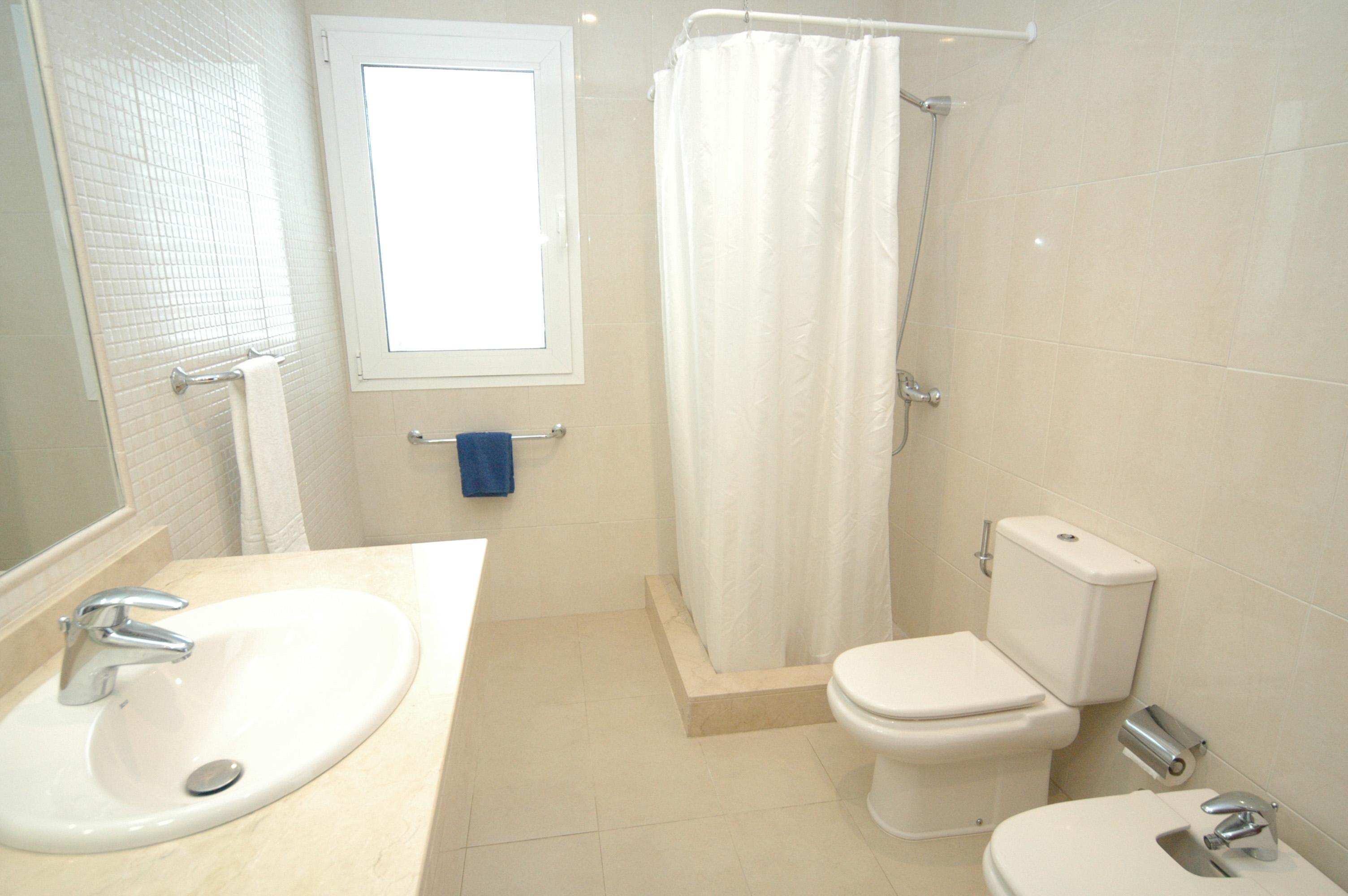 LVC198331 shower room