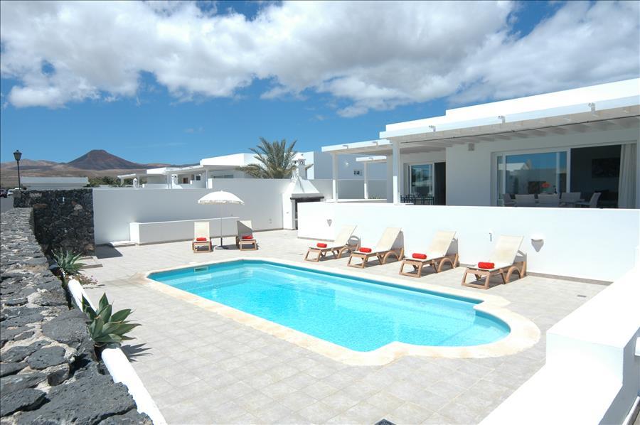 LVC198331 villa in Puerto Calero with air con