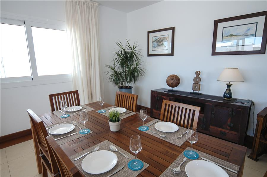 LVC198331 dining area