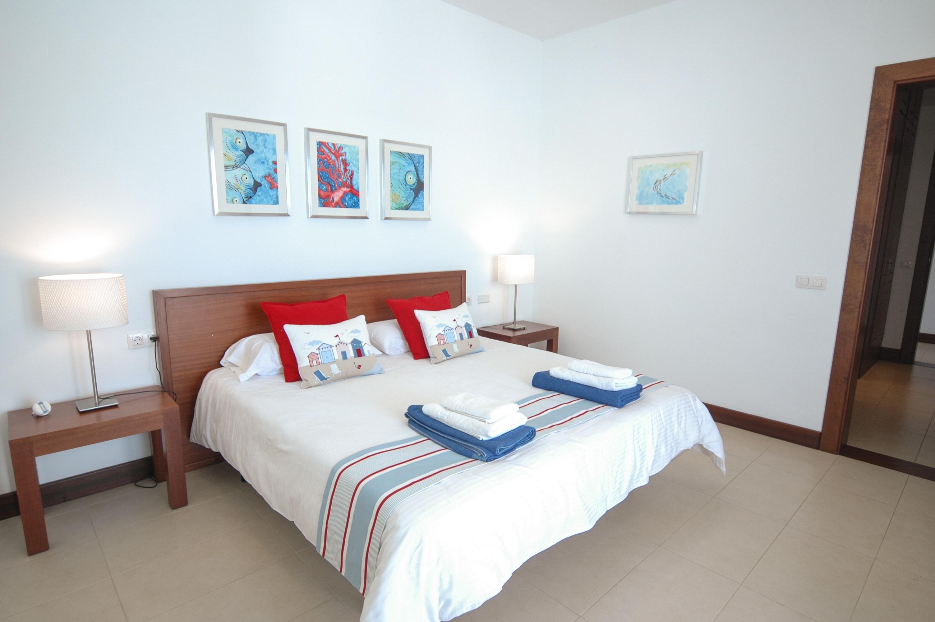 LVC198331 double bedroom with patio doors